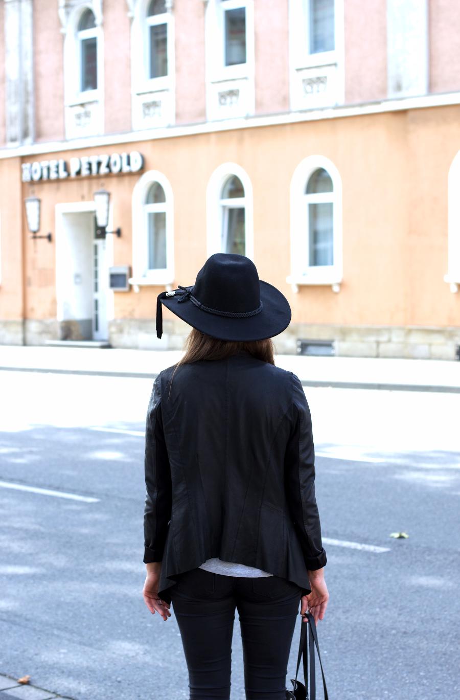 Black Outfit Poppy Pumps