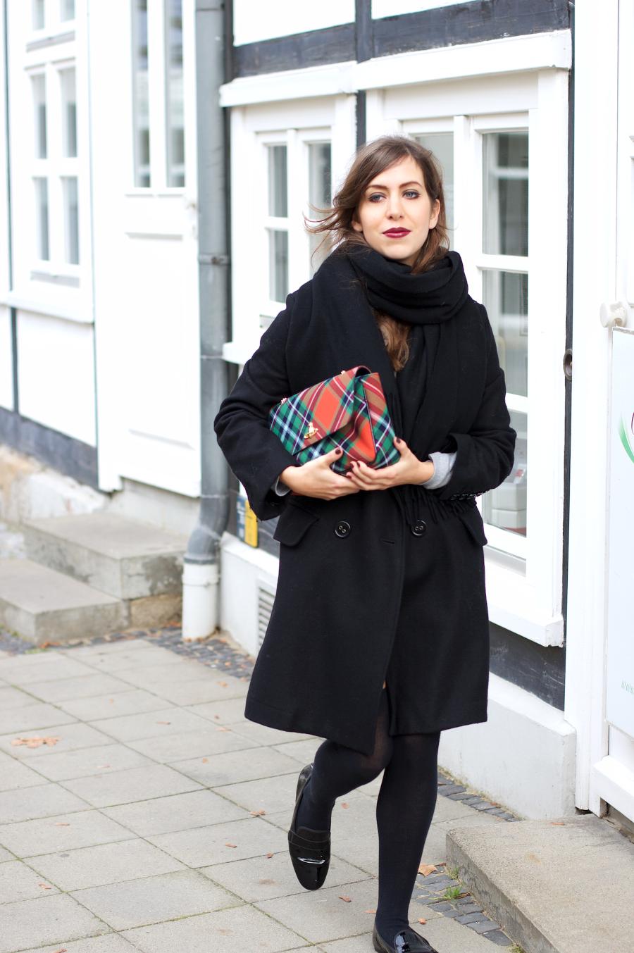 huge selection of 10f12 6700e Personal Style: Black Coat Vivienne Westwood Tartan Bag ...