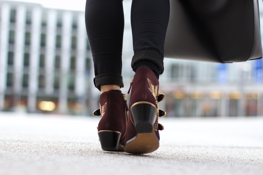 Chloe Susanna Boots Black Outfit Idea