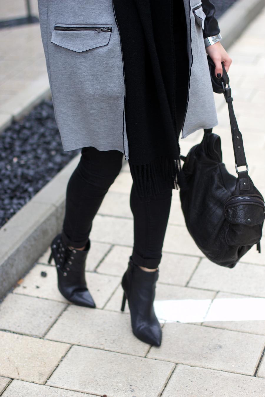 Topshop Grey Vest Outfit Idea