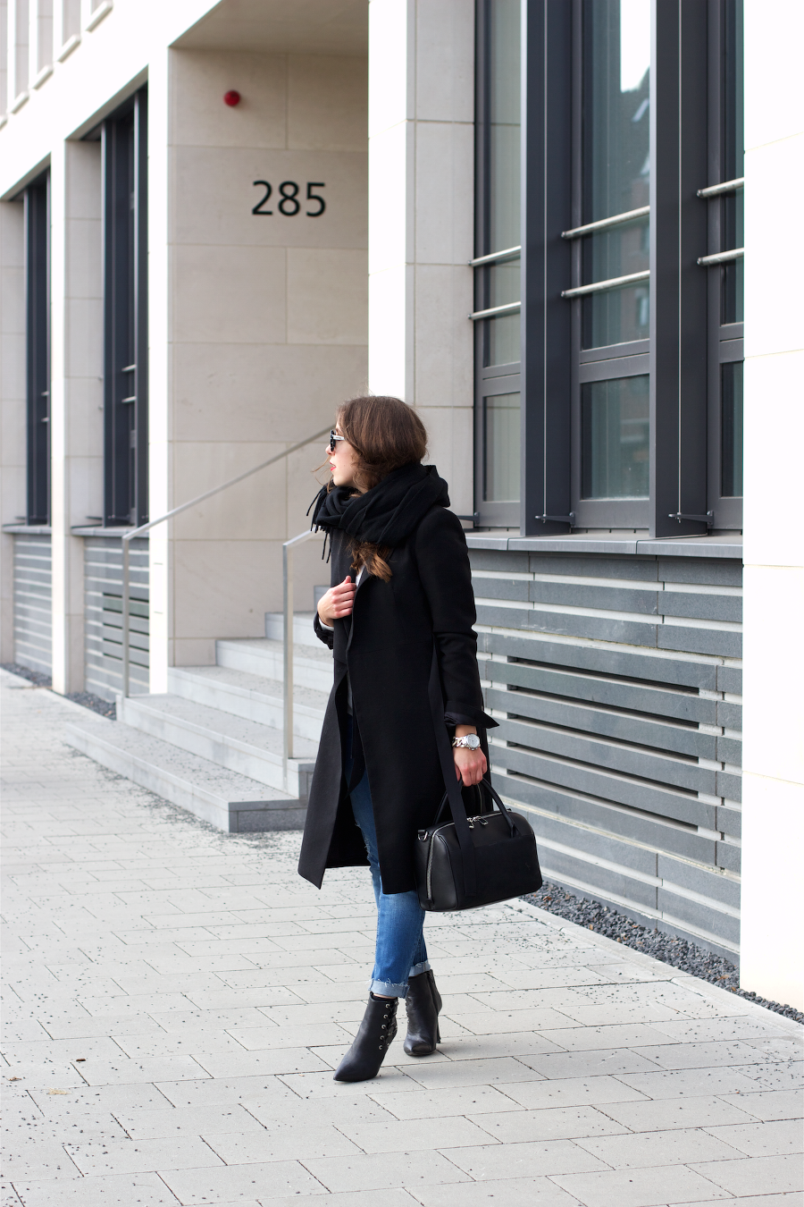 Black Blue Jeans Outfit Casual Chic