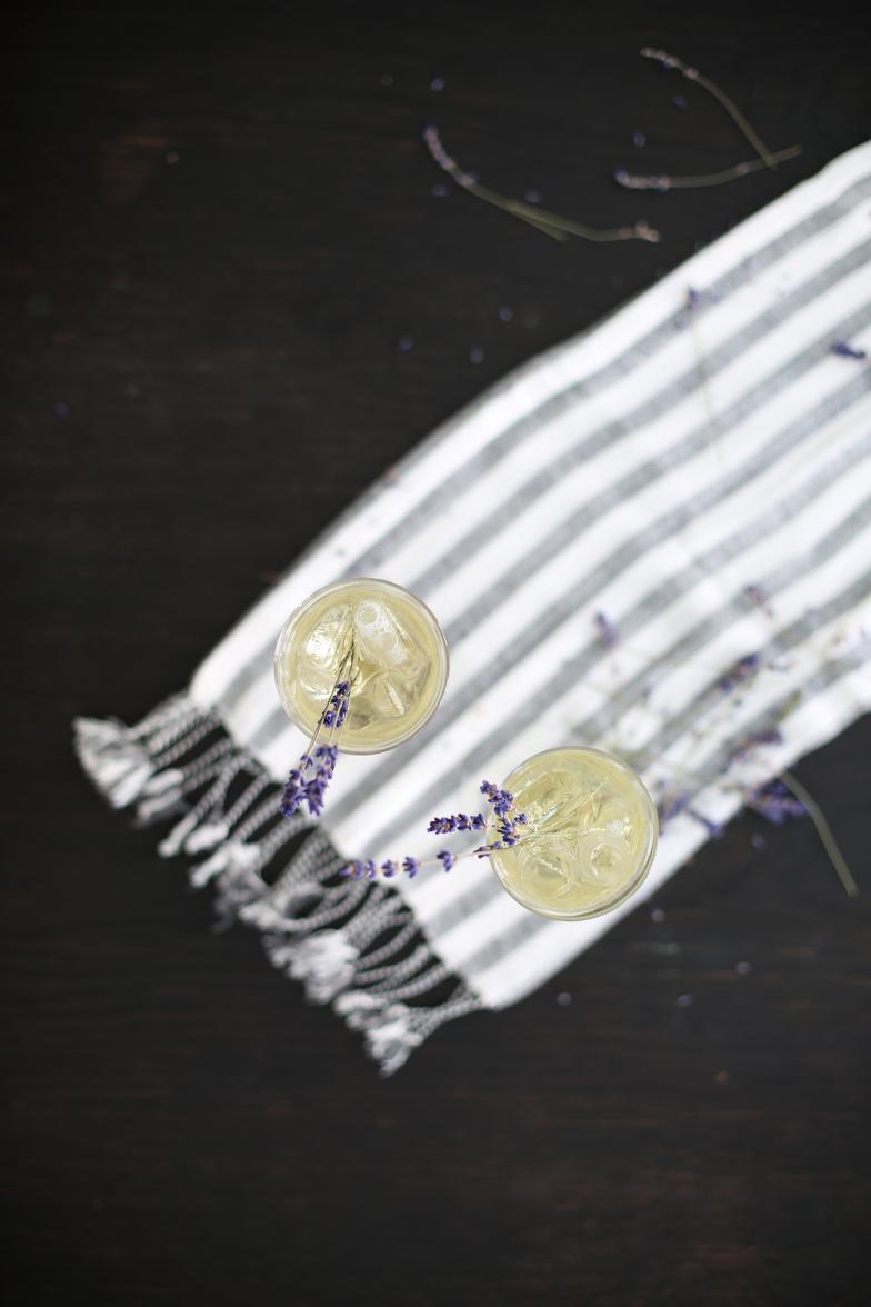 Jules Mumm Lavendel Gin Sommergetränk