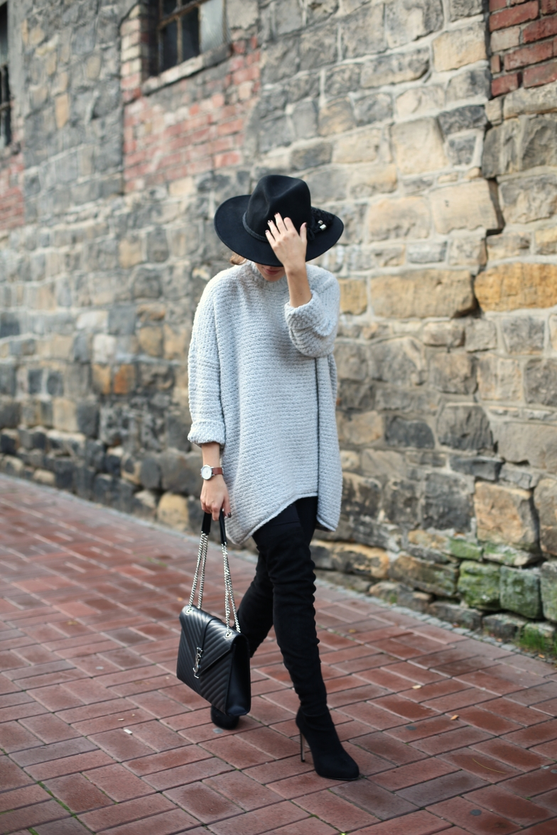 Grey Knit Overknee Outfit