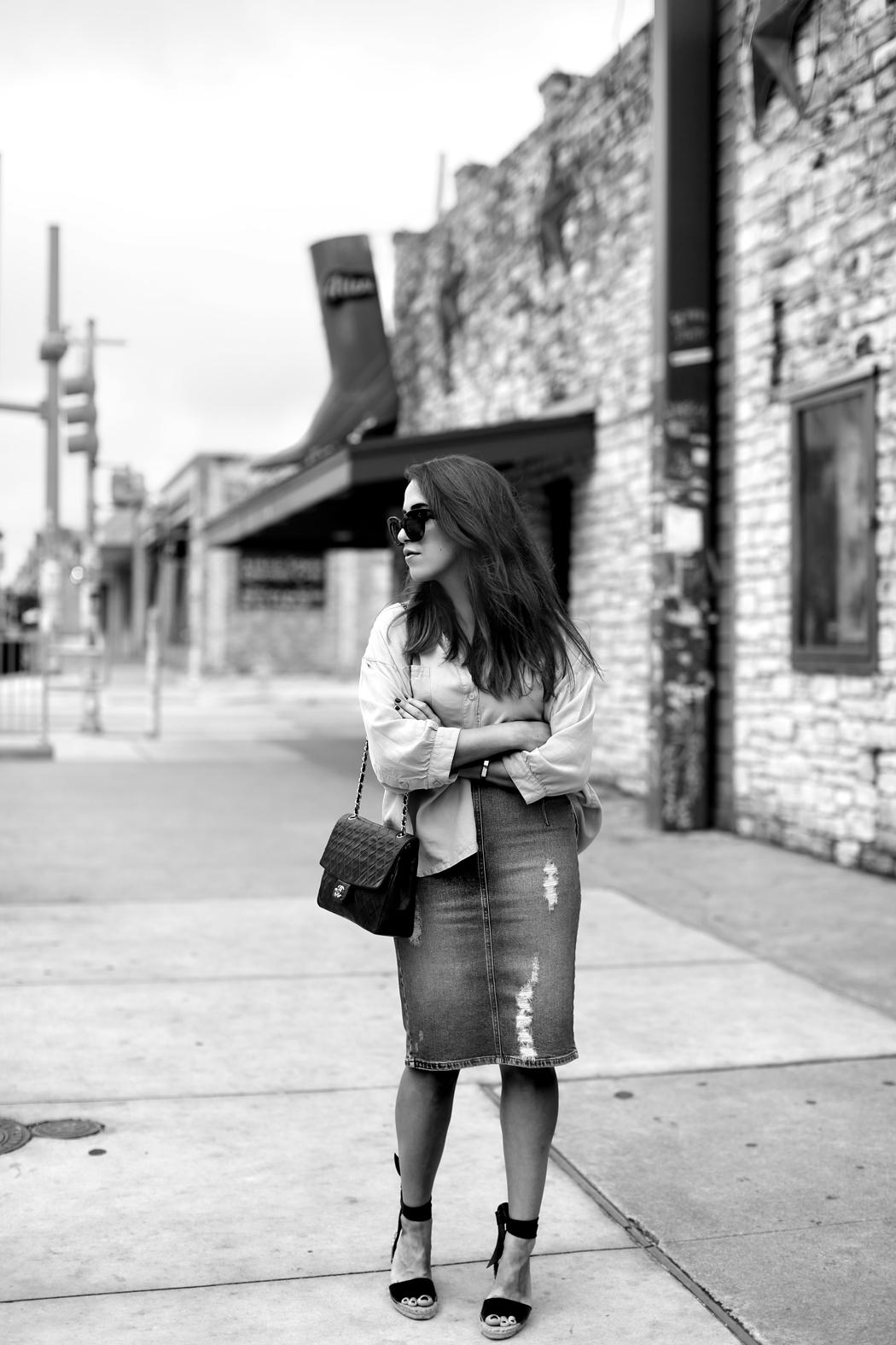 The Dashing Rider Austin Midi Denim Skirt Outfit