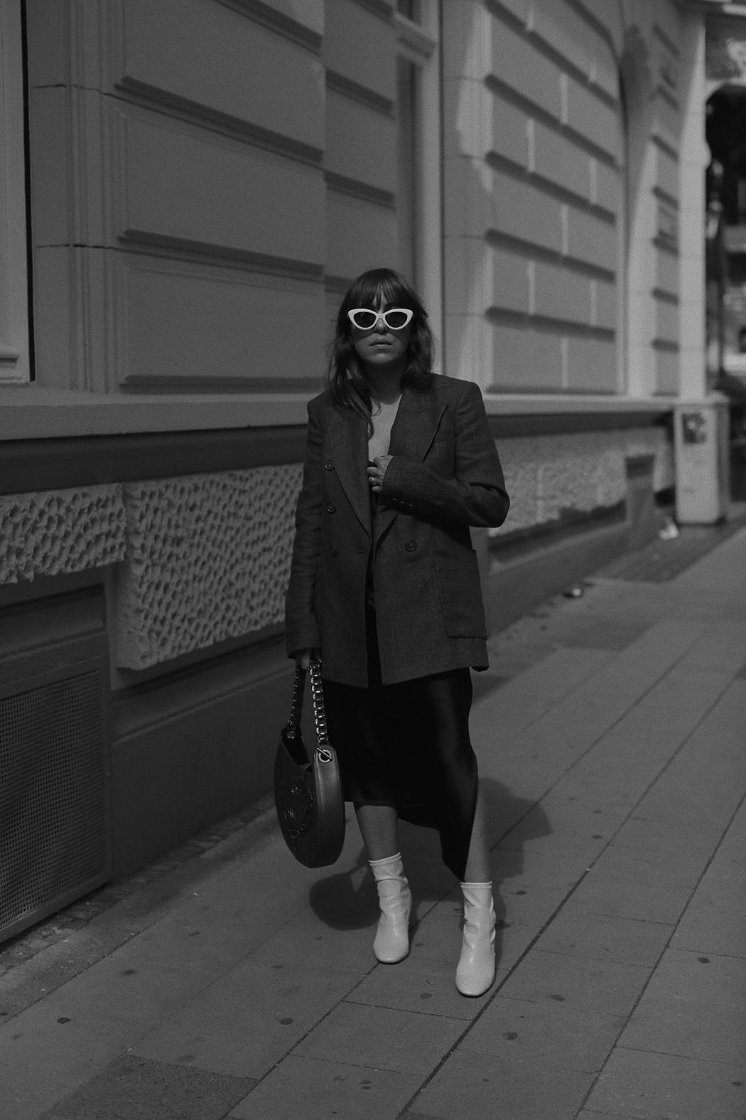 The Dashing Rider - Isabel Marant Linen Blazer
