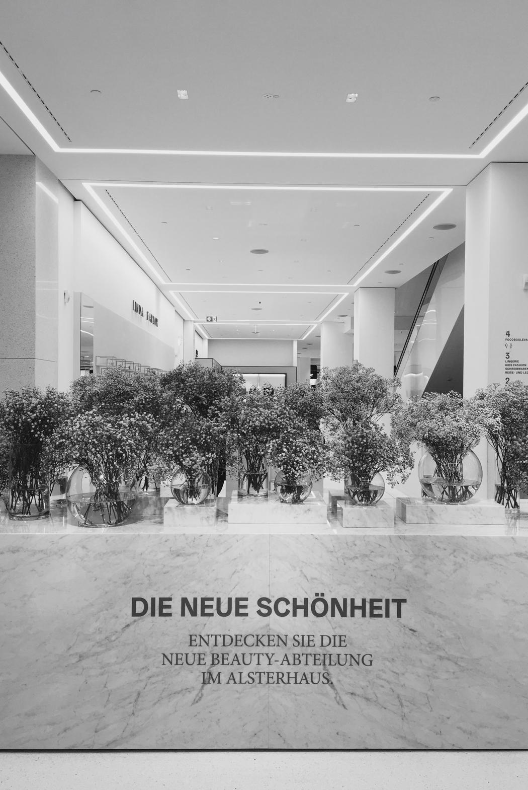 The Dashing Rider - Alsterhaus Hamburg Beauty Department
