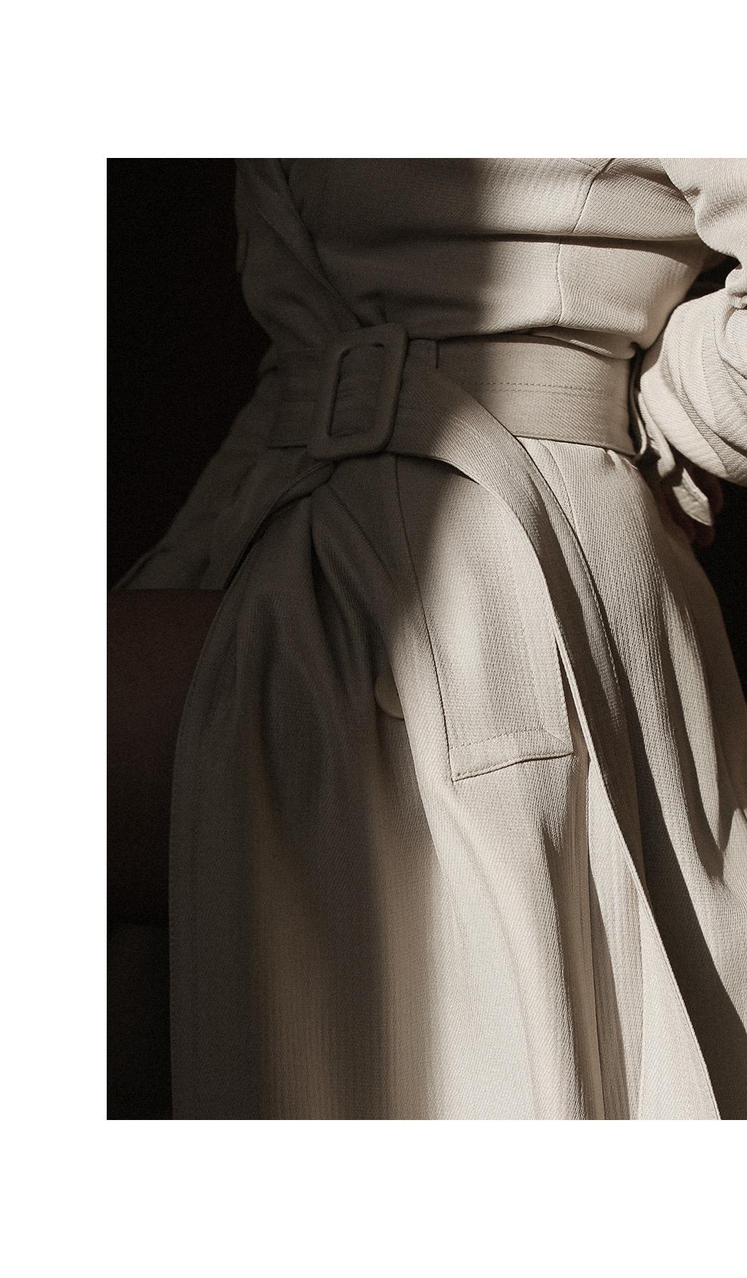 Editorial: Fiona Dinkelbach wears a Ivy & Oak Trenchcoat
