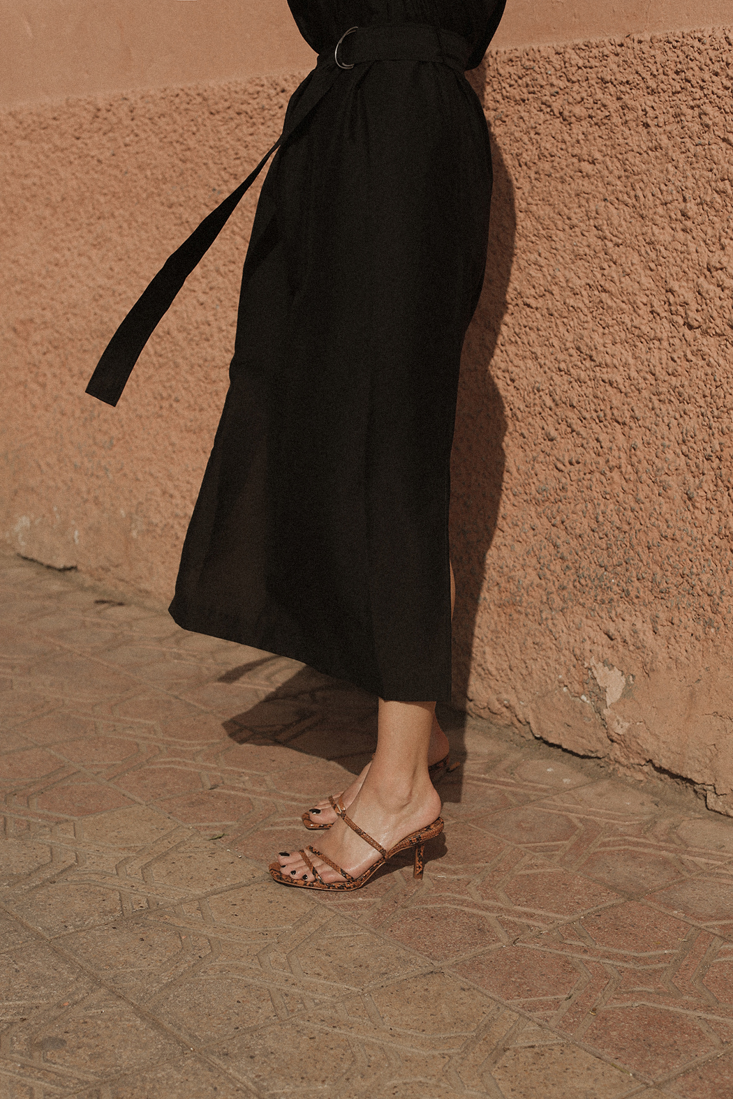 The Look: Arket Belted Dress in Marrakech. Fiona Dinkelbach
